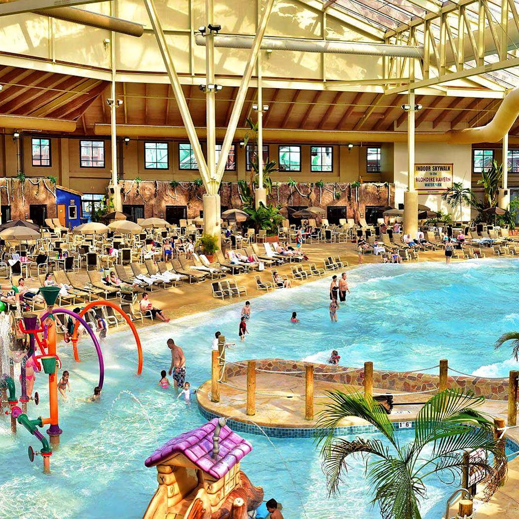 Staying at america s largest waterpark resort bucket for Dells wilderness cabin