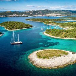 thumbnail_Hvar-town-Pakleni-Islands